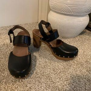 Dansko Close-Toe Leather Mary Jane (size 5.5)